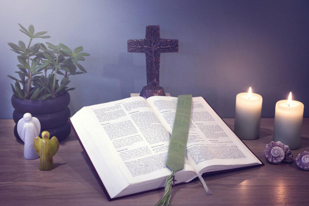 Biblíuleg íhugun gengur út á lestur biblíunnar með bæn að leiðarljósi